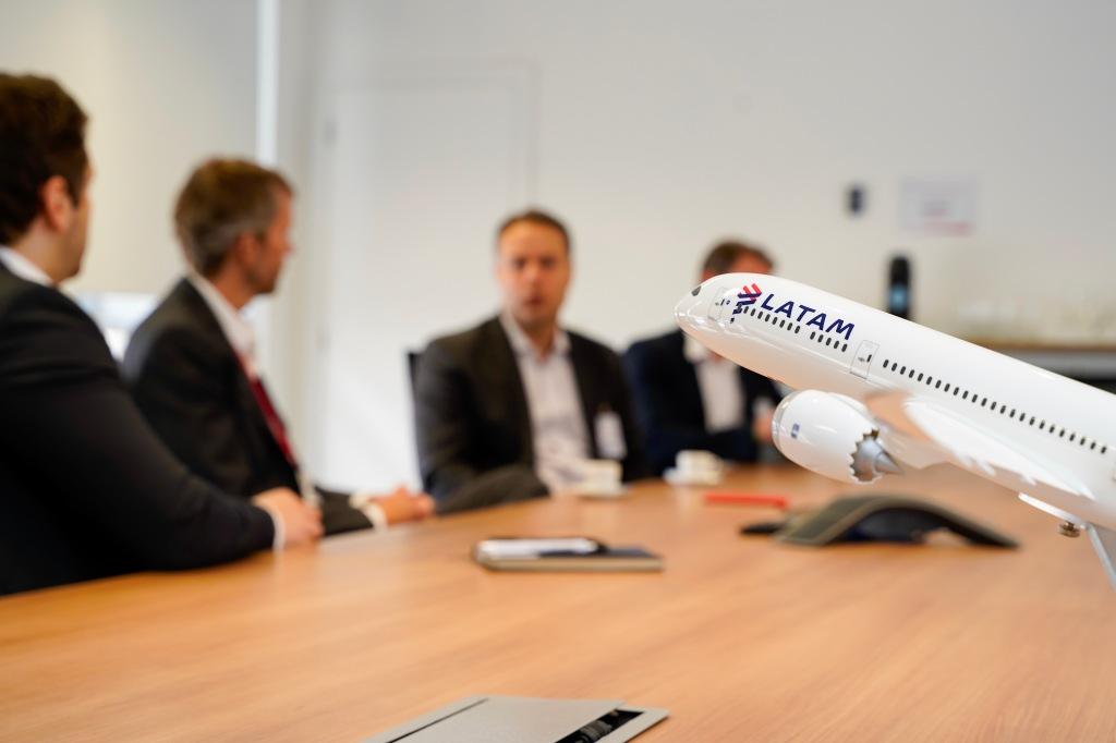Encontro aconteceu em São Paulo, na sede da Latam Airlines Brasil, nesta sexta-feira (27)